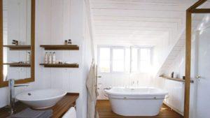 Déco salle de bains les atouts du lambris