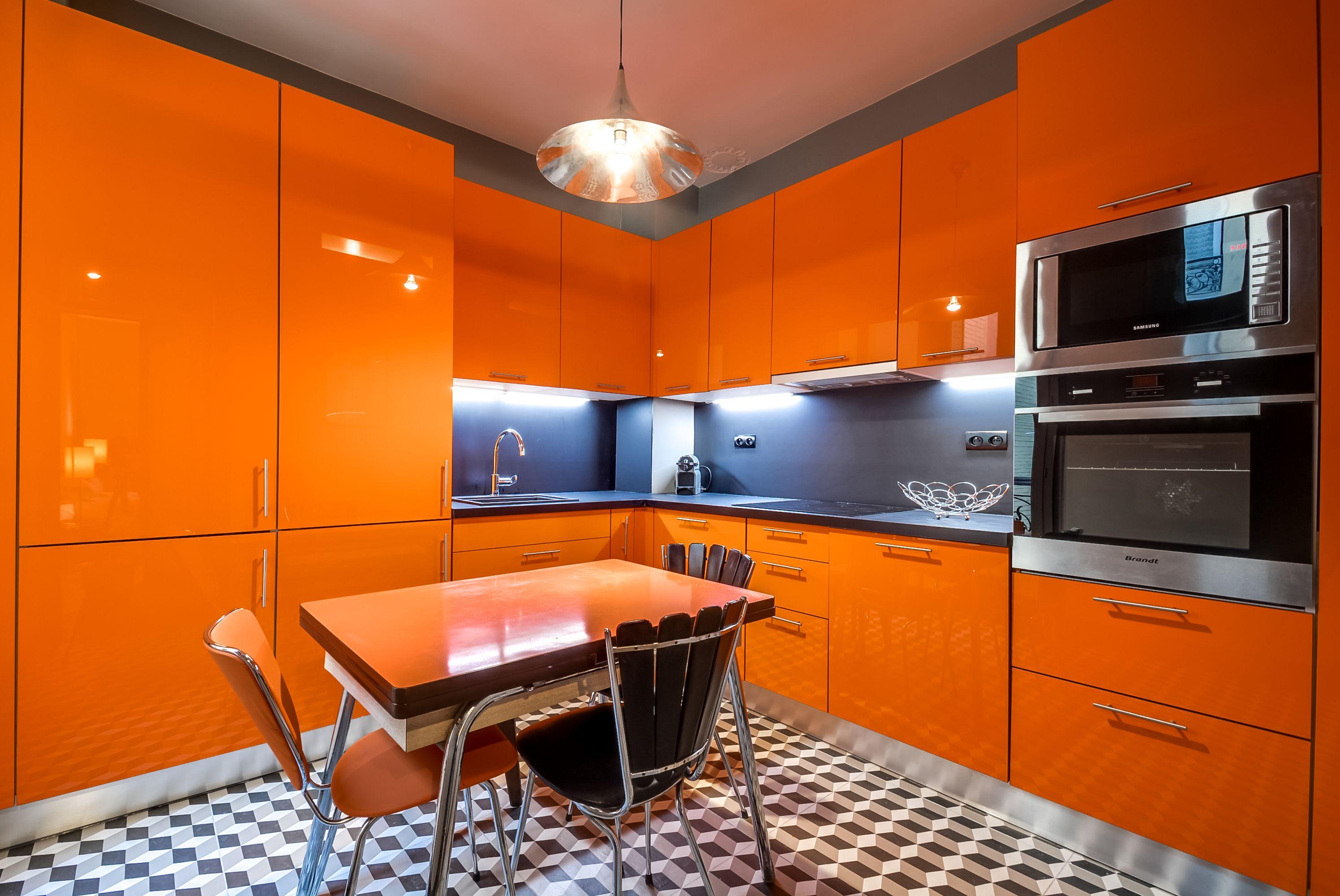 aménagement cuisine : cuisine ouverte rétro style seventies | plans