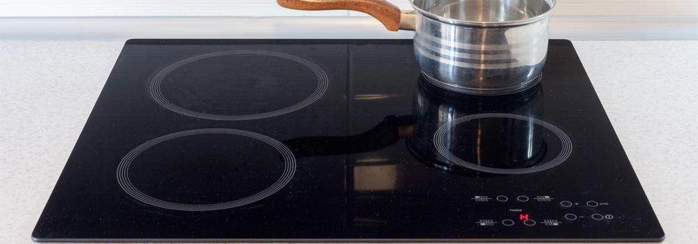 Aménagement de la cuisine le choix entre plaque à induction ou vitrocéramique